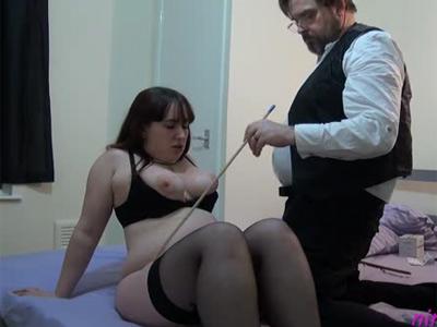 Une grosse tortur�e par son ma�tre SM